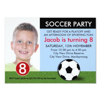Invitación del cumpleaños del fútbol de la foto de