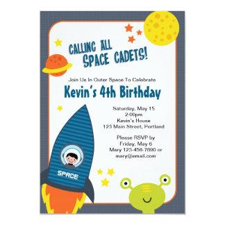 Invitación del cumpleaños del muchacho del espacio invitación 12,7 x 17,8 cm