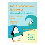 Invitación del cumpleaños del pingüino de la perso