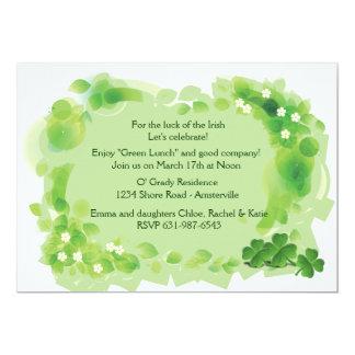 Invitación del día de St Patrick verde del campo