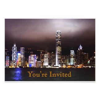 Invitación del horizonte de la ciudad