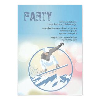 Invitación del Snowboarder de los altos picos