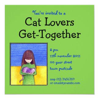 Invitación del verde de la abrazo del gato invitación 13,3 cm x 13,3cm