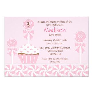 Invitación dulce del cumpleaños de la magdalena