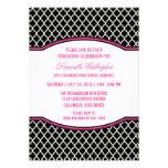 Invitación elegante rosada de la graduación de Qua