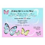 Invitación en colores pastel dulce de la mariposa