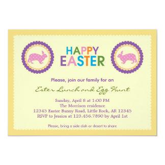 Invitación feliz colorida de Pascua