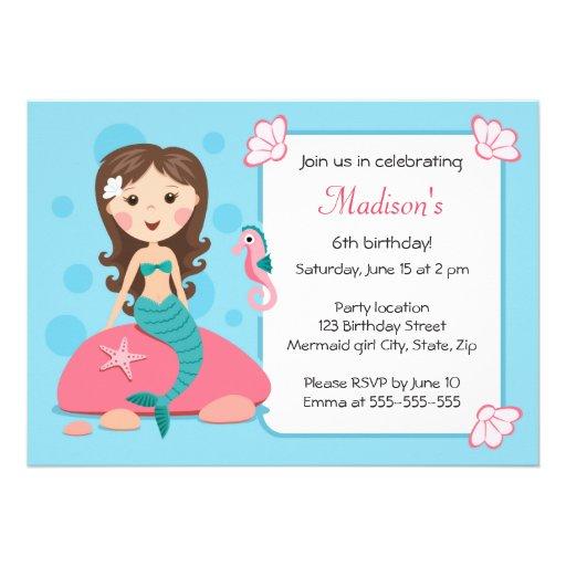 Invitación femenina linda del cumpleaños del chica