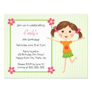 Invitación femenina linda del cumpleaños del dibuj