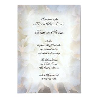 Invitación floral blanca de la cena del ensayo