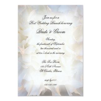 Invitación floral blanca del brunch del boda del
