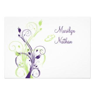 Invitación floral blanca verde púrpura del boda