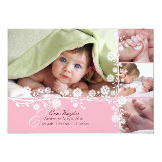 Invitación floral delicada rosada de la niña