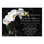 Invitación floral negra dramática del boda de la o