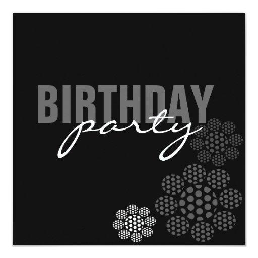 Invitación floral negra y blanca del cumpleaños de