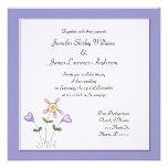 Invitación floral púrpura caprichosa del boda