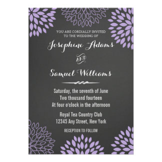 Invitación floral púrpura del boda de la pizarra