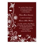 Invitación floral roja del boda del remolino del