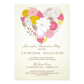 Invitación floral rosada de la graduación del cora