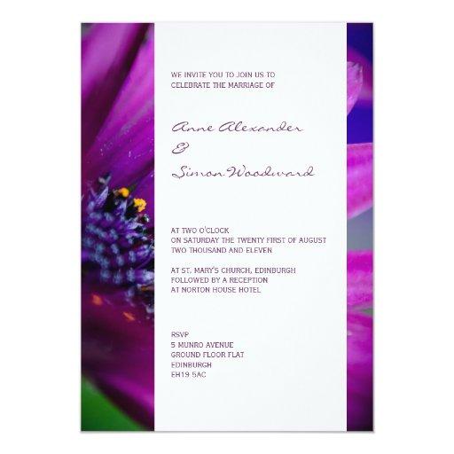 Invitación floral rosada y púrpura moderna del