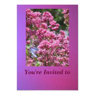 Invitación - flores rosadas - tarjeta multiusos invitación 12,7 x 17,8 cm