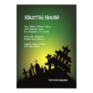 Invitación frecuentada del fiesta de Halloween de