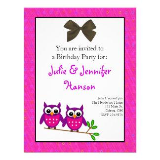 Invitación gemela del cumpleaños de los chicas de