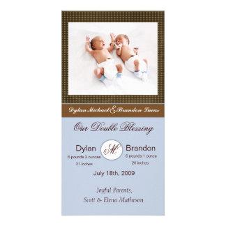 Invitación gemela del nacimiento de los muchachos tarjeta fotográfica personalizada