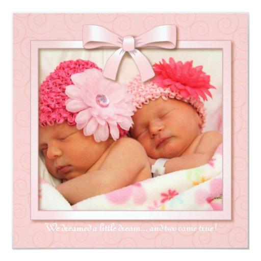 Invitación gemela ideal rosada del nacimiento de invitación 13,3 cm x 13,3cm