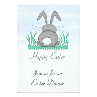 Invitación gris de la cena de Pascua del conejito