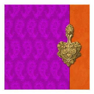 Invitación india del boda del pavo real púrpura de
