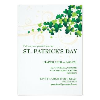 Invitación irlandesa del fiesta del trébol del día