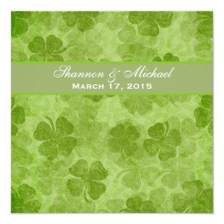 Invitación irlandesa verde del boda del trébol