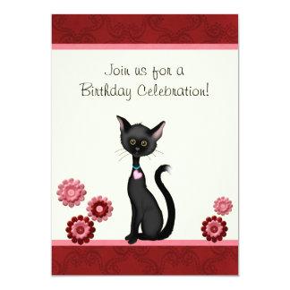 Invitación linda del cumpleaños del gato negro y