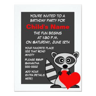 Invitación linda del cumpleaños del mapache y del