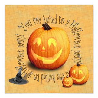 Invitación linda del fiesta de Halloween (traje)