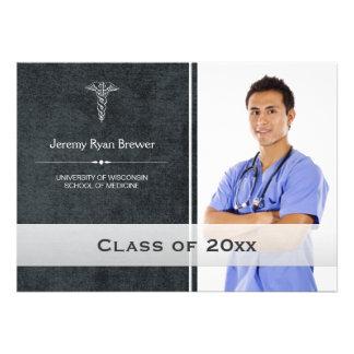 Invitación médica de la foto de la graduación de l