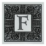 Invitación metálica de plata del monograma de F