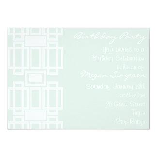 Invitación moderna azul y blanca del cumpleaños