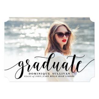 Invitación moderna negra de la graduación de la