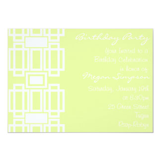 Invitación moderna verde y blanca del cumpleaños