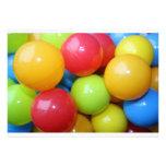 Invitación multicolora de las bolas