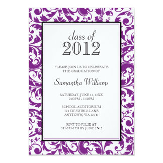 Invitación negra púrpura de la graduación del