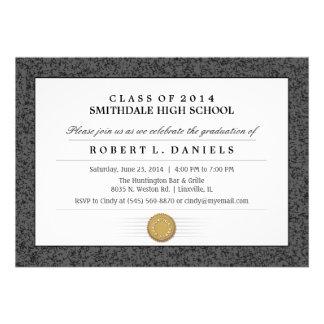 Invitación negra y gris de la graduación del diplo