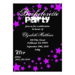 Invitación negra y púrpura del fiesta de Bachelore