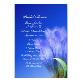Invitación nupcial de la ducha de la flor azul de