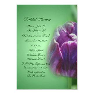 Invitación nupcial de la ducha de la flor púrpura