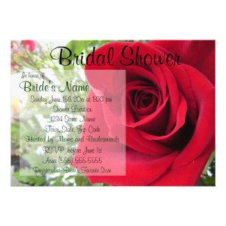 Invitación nupcial de la ducha del rosa rojo