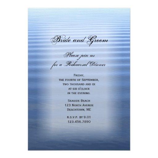 Invitación ondulada de la cena del ensayo del boda