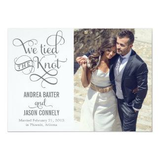 Invitación preciosa del boda del nudo - blanco